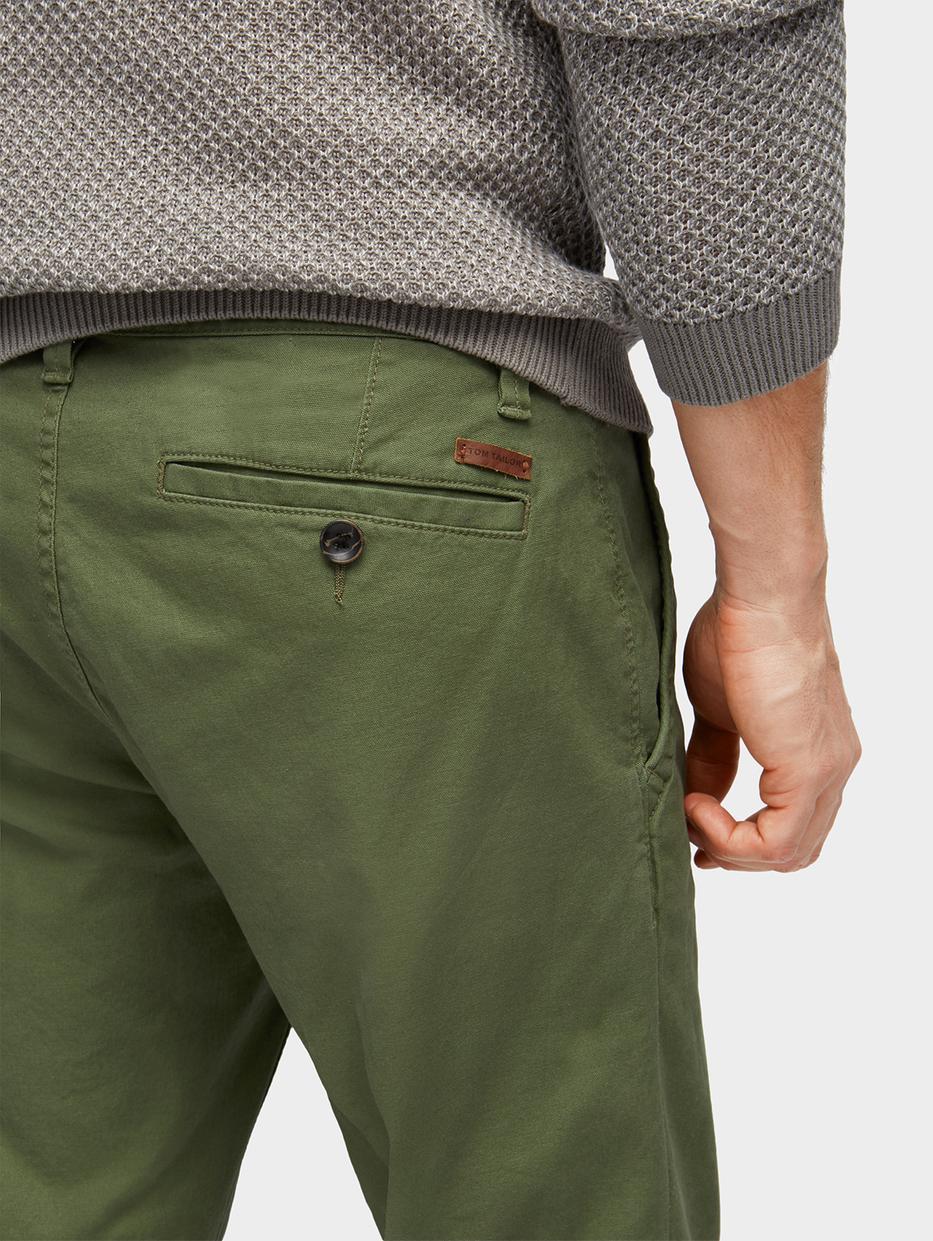 Брюки Tom TailorБрюки<br>Комфортные брюки-чинос|содержат эластан для идеальной посадки|пятикарманный стиль|потайная застежка-молния|пояс в комплекте|покрой Travis Regular Chino: средняя линия талии, прямой крой штанин