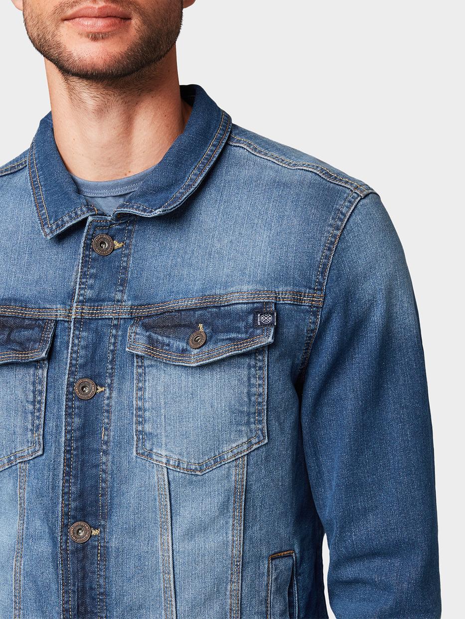 куртка Tom TailorВерхняя одежда<br>Практичная джинсовка эффект потертости ткани пара нагрудных карманов с клапанами содержит эластан для идеальной посадки прямой покрой длина изделия для размера М: 66 см