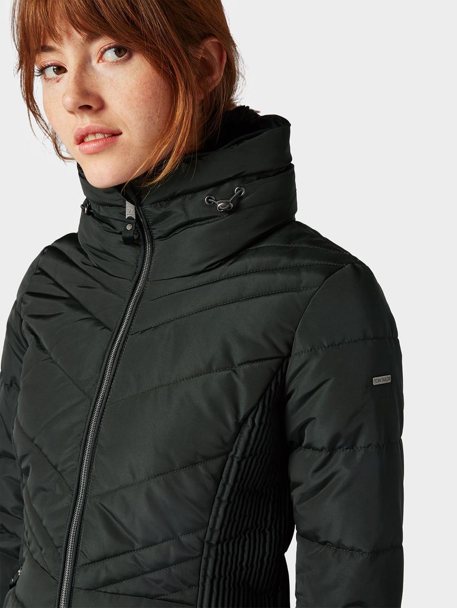 куртка Tom TailorВерхняя одежда<br>Комфортная куртка|высокий воротник для защиты от ветра|пара карманов на молнии по бокам|прямой покрой|длина изделия для размера М: 70 см