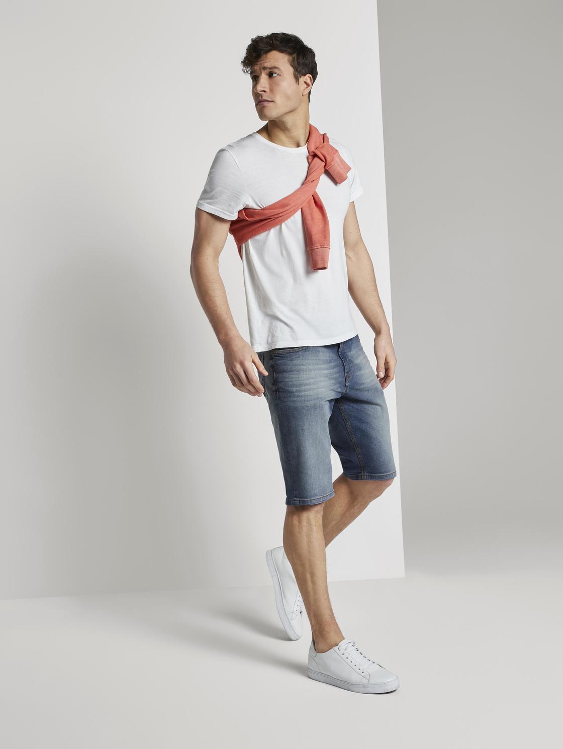 Фото #1: Джинсовые шорты